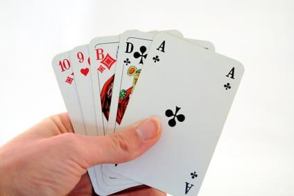 Spielkarten in der Hand
